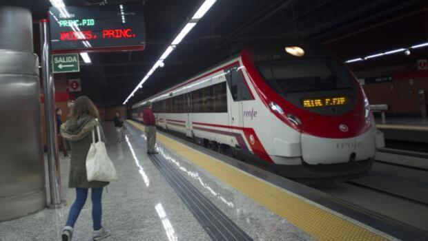 Renfe sustituirá sus trenes diésel obsoletos por híbridos y de gas