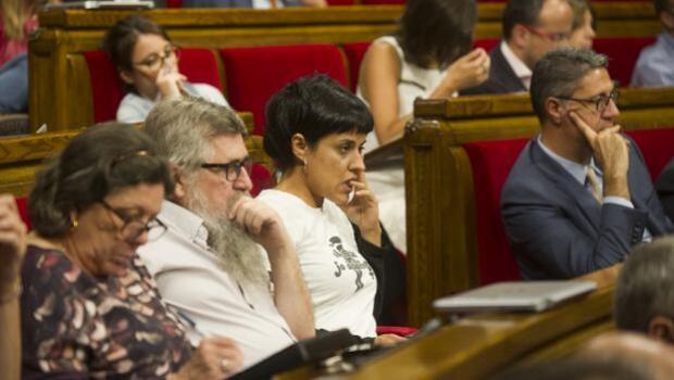 Morbo en el Parlament: PP y la CUP podrían compartir el Grupo Mixto
