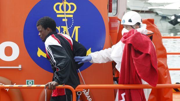 Rescatados 21 inmigrantes a bordo de dos pateras en el Estrecho de Gibraltar