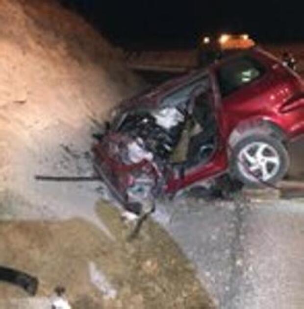 Muere un conductor tras empotrarse contra un talud en Estremera