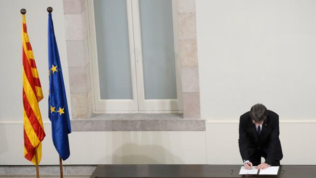 «Actuaré siempre teniendo en cuenta a todos los catalanes» y otros engaños de Puigdemont