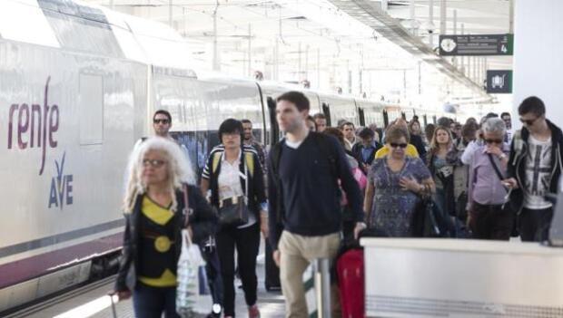 Renfe oferta 10.000 billetes del AVE Valencia-Madrid a 24 euros los sábados