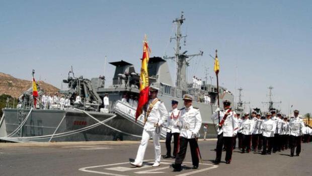 Dos buques cazaminas de la Armada atracan en Alicante durante la Volvo