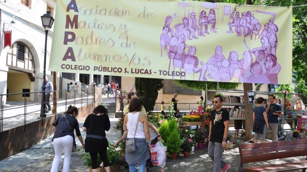La plaza de El Salvador acoge este domingo un mercadillo solidario