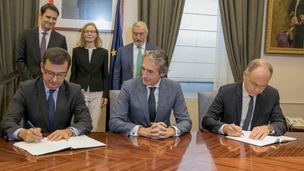 De la Serna cierra el préstamo de 600 millones del BEI a la «Y vasca»