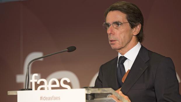 Aznar recuerda a Rajoy que ocho años de mandato son «suficientes»