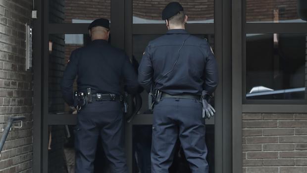Tres guardias civiles denuncian a un gimnasio de Barcelona por vetarles la entrada