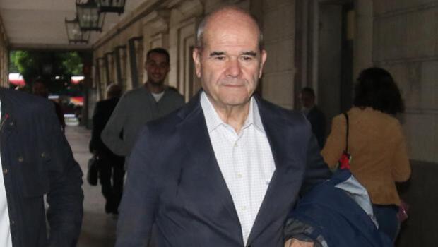 Chaves, Griñán y 20 ex altos cargos de la Junta se sientan en el banquillo de los ERE