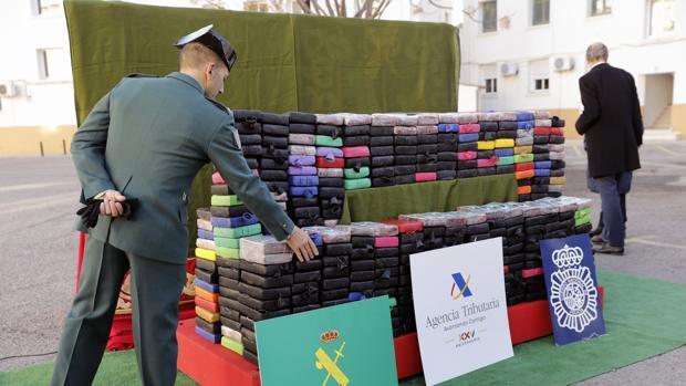 Policía, Guardia Civil y la Agencia Tributaria se incautan de media tonelada de cocaína en el puerto de Valencia