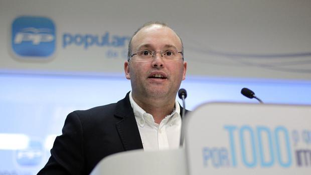 El PP ataca a Villares por su tibieza con la eurodiputada antivacunas