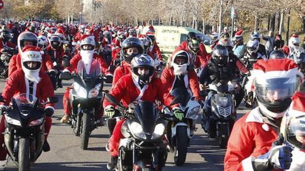 La marcha solidaria motera de Papá Noel desfila por Valencia pese a la prohibición del Ayuntamiento