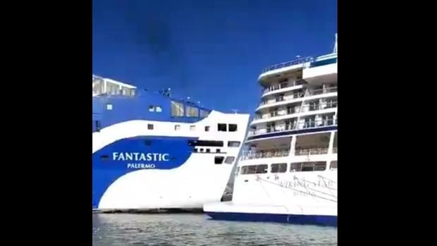 Un ferry colisiona contra un crucero en el Puerto de Barcelona