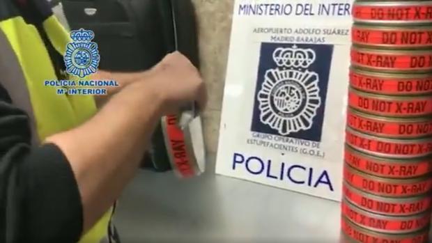 Detenido al tratar de introducir cocaína en España en cajas de películas