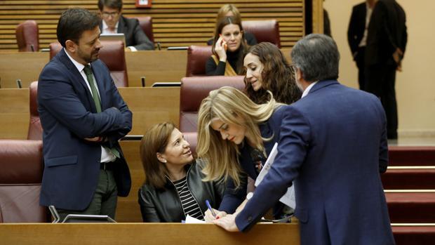 El PP valenciano trata de soltar lastre con Camps tras las acusaciones de Gürtel pero se divide ante su reprobación