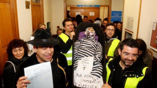 La Xunta reabre las negociaciones para poner fin a la huelga de la justicia