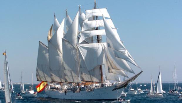 El buque-escuela Juan Sebastián de Elcano, en Canarias