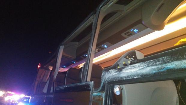 Doce heridos en un accidente entre un autobús con 55 pasajeros y un camión