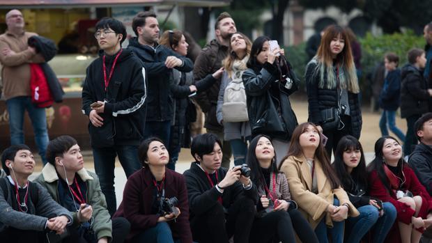 Barcelona limitará la apertura de tiendas de souvenirs en zonas turísticas