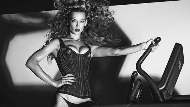 Mujeres fuertes, seguras y sexys protagonizan el primer calendario de Carine Roitfeld