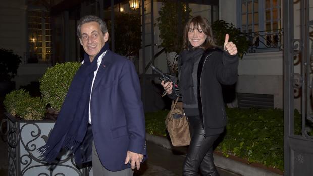 Carla Bruni, José María Aznar y Pedro Almodóvar, la foto que no pudo ser