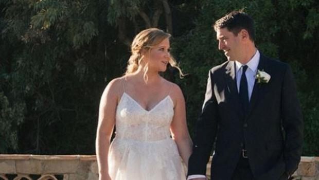 Amy Schumer anuncia en Instagram su boda sorpresa con Chris Fischer