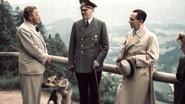 Así mató Hitler a su amada perra y a sus cachorros para «salvarles» de la barbarie comunista