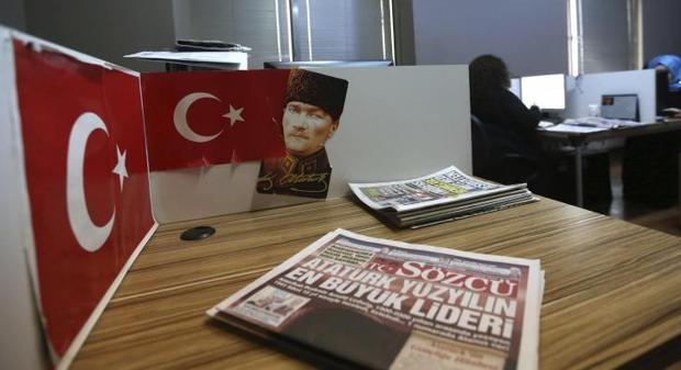 La purga de Erdogan se extiende a otro periódico opositor y kemalista
