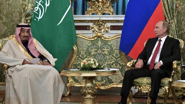 Putin estrecha lazos con el primer Rey saudí que visita Rusia