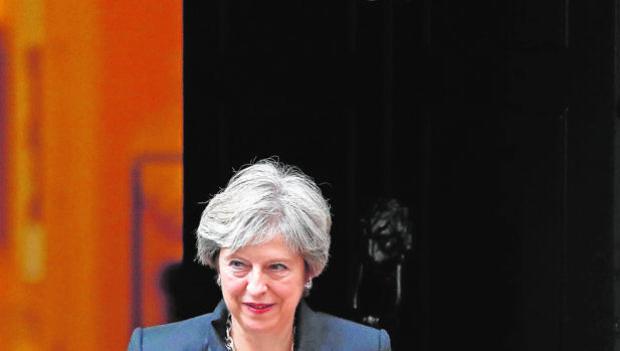 Una acorralada May pide a Bruselas que ceda en el Brexit