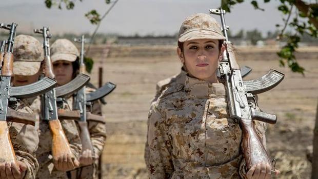 ¿Por qué usan maquillaje las soldados kurdas para luchar contra Daesh?