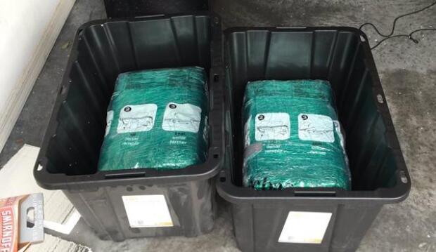 Una pareja de Florida compra cajas de almacenaje por Amazon y descubre marihuana dentro