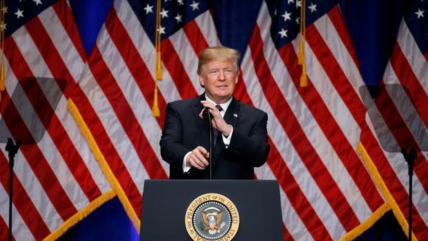 Trump recupera el liderazgo con la aprobación de su amplia reforma fiscal