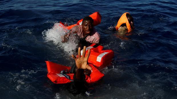 Fuerzas italianas recuperan ocho cuerpos y rescatan a 84 personas en el Mediterráneo