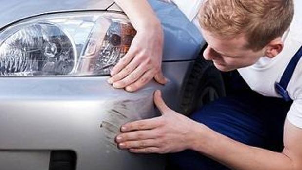 ¿Quién se hace cargo de la reparación de un coche de sustitución en caso de accidente?