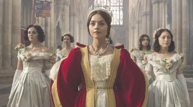 La creadora de «Victoria» acusa a un funcionario de Downing Street: «Puso su mano en mi pecho»