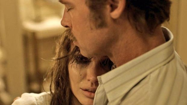 Angelina Jolie confiesa que hizo «Frente al mar» para salvar su matrimonio con Brad Pitt