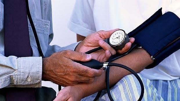 El tratamiento de la periodontitis ayuda a reducir la presión sanguínea