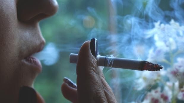 El 61% de las personas que prueban su primer cigarrillo se convierten en fumadores diarios