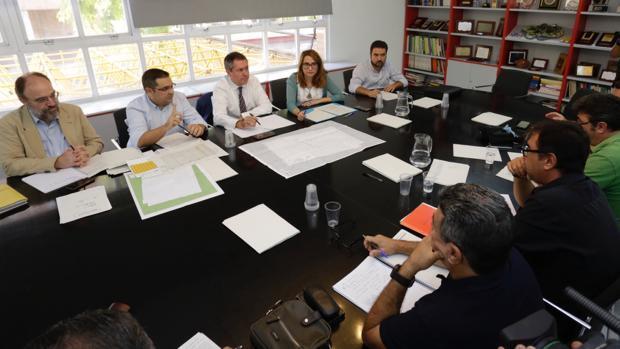 Sevilla activa un plan de choque hasta Navidad por la suciedad en las calles