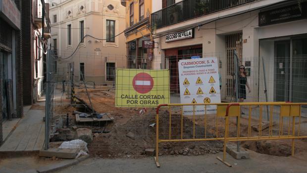 La calle Trajano estará cortada al tráfico una semana antes de que Amor de Dios se vea afectada cinco meses