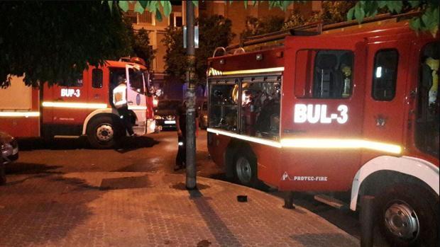Un incendio eléctrico obliga a desalojar dos bloques de viviendas en Sevilla