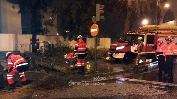 Retenciones de hasta seis kilómetros en la A-49 y la SE-30 debido a las lluvias en Sevilla