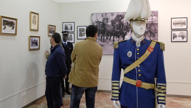 La curiosa indumentaria de la Policía Local en los Ondas