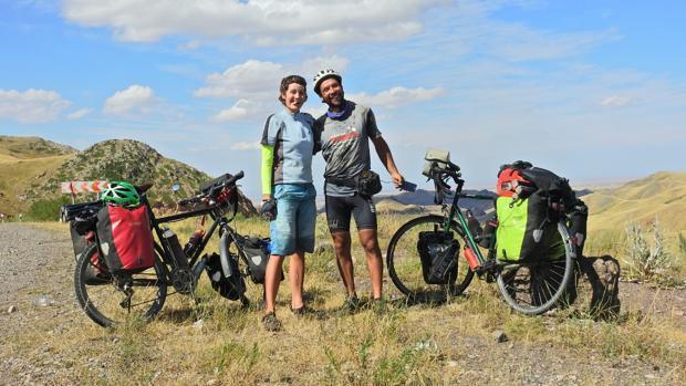 La gran aventura de un Policía Local de Sevilla que recorre medio mundo en bicicleta