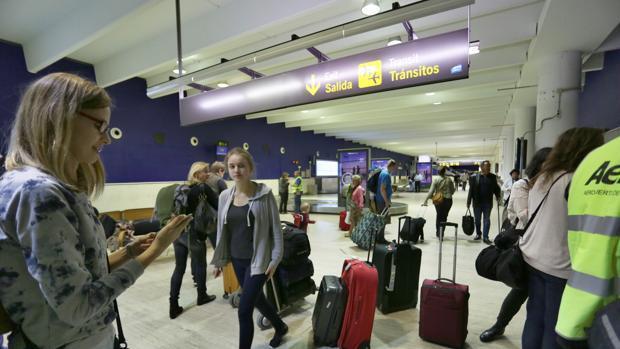 Los trabajadores del Aeropuerto de Sevilla no descartan aumentar los días de huelga