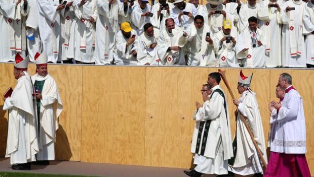 El Papa invita a los chilenos crispados a «sembrar la paz a golpe de vecindad»