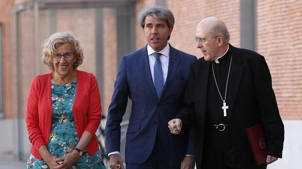 Carmena no sabe a cuántos «sin papeles» beneficia su «DNI» sin validez legal