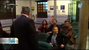 El presidente de la Asociación de la Prensa de Granada amenaza con su cinturón a una propalestina