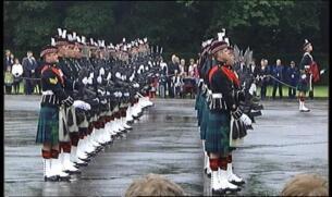 Isabel II recibe las llaves de la ciudad de Edimburgo