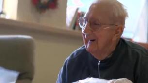 Una residencia de ancianos acoge una guardería con niños de preescolar